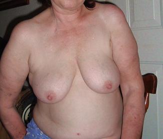 高齢熟女の裸体